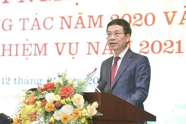 Bộ trưởng Bộ Thông tin và Truyền thông Nguyễn Mạnh Hùng phát biểu khai mạc. (Ảnh: Minh Quyết/TTXVN).