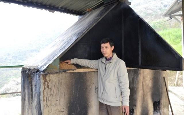 Thầy giáo Vũ Xuân Quế và công trình cấp nước nóng cho học sinh Trường THCS và THPT Bát Xát (Lào Cai).