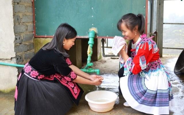 Niềm vui của học sinhTrường THCS và THPT Bát Xát (Lào Cai) được sử dụng nước nóng miễn phí 24/24 giờ trong những ngày đông giá rét.