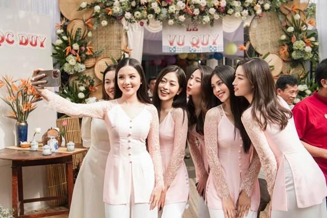 """Dàn """"siêu"""" phù dâu Đỗ Mỹ Linh, Trần Tiểu Vy, Phương Nga... tại đám cưới Á hậu Thuý An."""