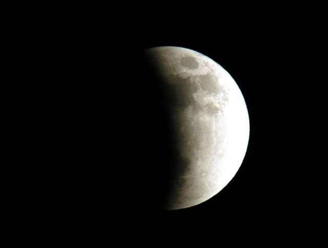 Nguyệt thực một phần được chụp từ đảo Merritt, Florida, Mỹ. Ảnh: NASA / KSC.