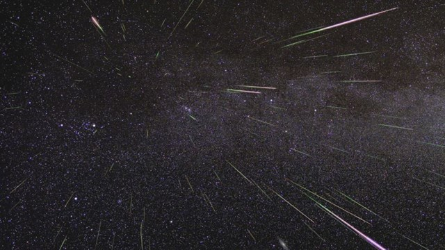 Trận mưa sao băng Perseid được chụp vào tháng 8/2009. Ảnh: NASA / JPL.