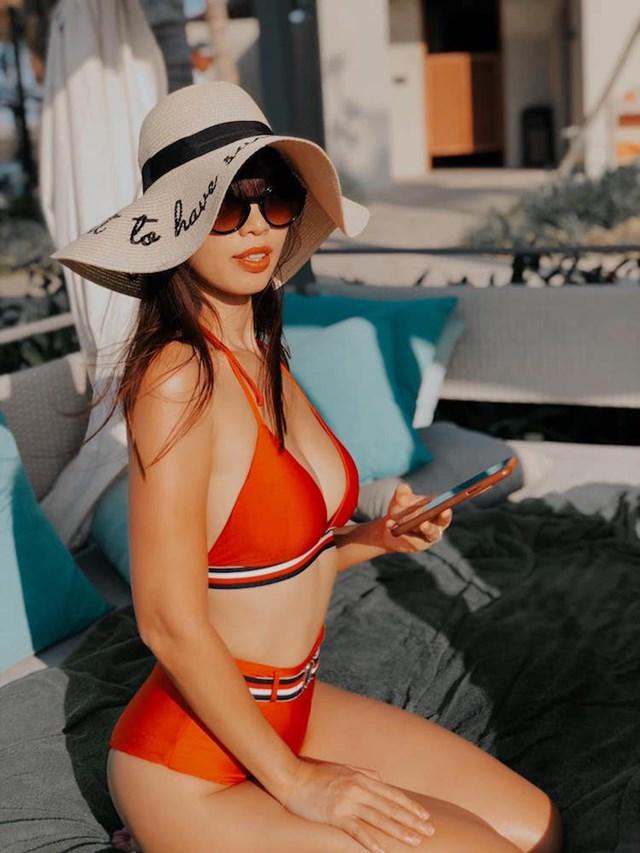 Siêu mẫu Hà Anh luôn khiến cư dân mạng xuýt xoa bởi nét đẹp lai Tây. Tận dụng lợi thế hình thể một cách triệt để, nữ siêu mẫu thường xuyên chọn những kiểu trang phục khoe được đường cong sexy, gợi cảm của mình.