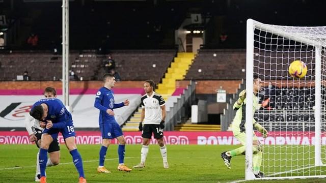 Chelsea bỏ lỡ nhiều cơ hội ghi bàn ngon ăn (Ảnh: Reuters).