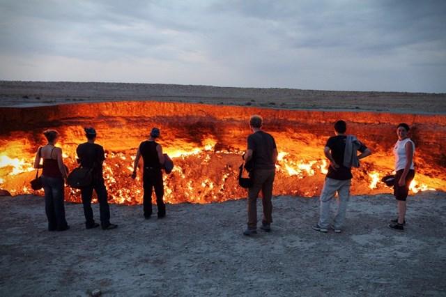 Hố địa ngụcDarvaza, Turkmenistan.(Nguồn: B.S).