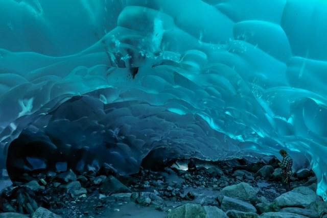 Hang động sông băngMendenhall, Alaska, Mỹ.(Nguồn: B.S).