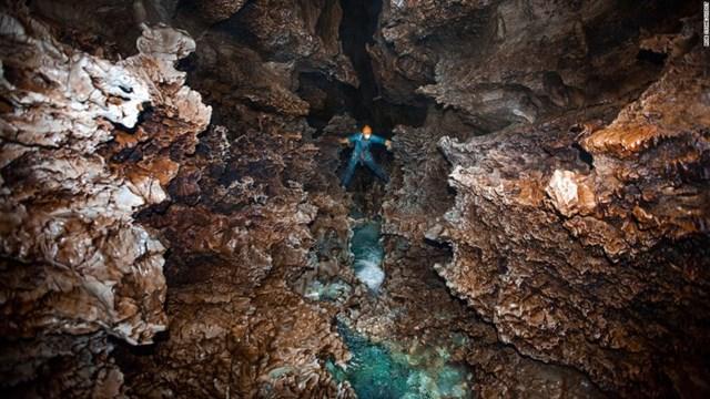 Các cuộc thám hiểm Cheve - một trong những hang động sâu nhất thế giới - vẫn đang diễn ra kể từ khi hang động này được phát hiện 3 thập kỷ trước.