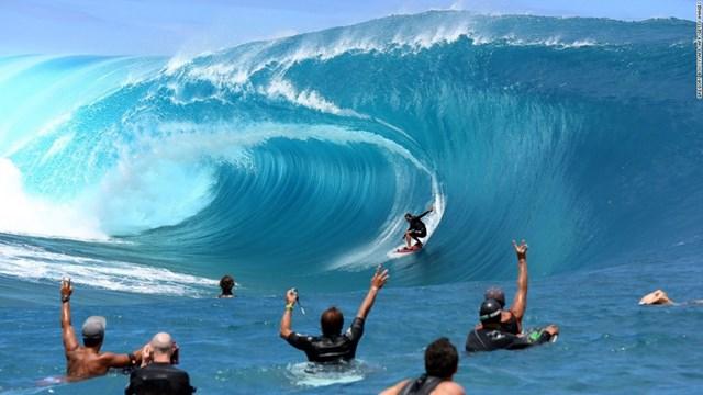 Cưỡi trên những con sóng hung dữ nhất hành tinh và cao tới 7m ở Teahupo'o (Tahiti, Polynésie thuộc Pháp) sẽ là trải nghiệm thú vị nhất trong cuộc đời bạn nhưng cũng có thể là cú lướt sóng thất bại khủng khiếp nhất mà bạn phải đối mặt.