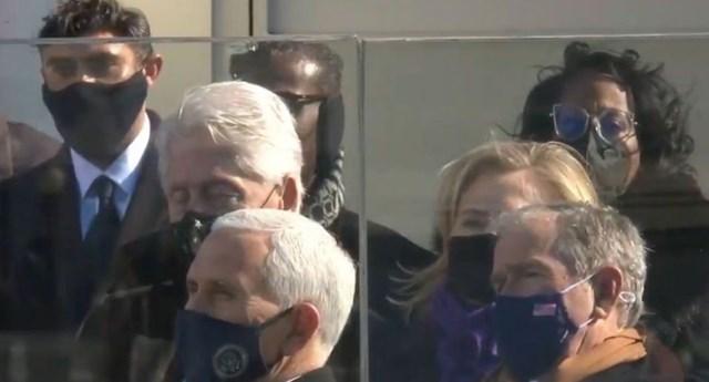 Cựu Tổng thống Bill Clinton được cho là đã ngủ gật trong lễ nhậm chức của tân Tổng thống Mỹ Joe Biden. (Ảnh: Sputnik).