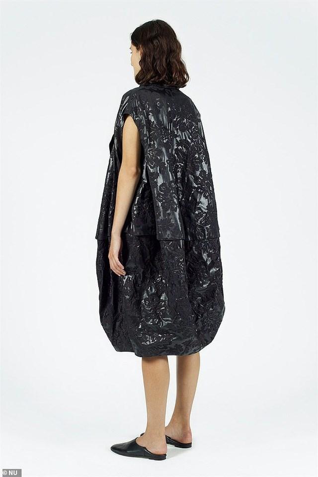 Cư dân mạng đã rất sửng sốt trước thiết kế này và bình luận rằng nhìn thoáng qua tưởng như đây là... chiếc túi nhựa đen vốn dùng để đựng rác.