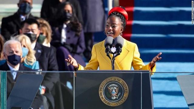 Amanda còn là nhà thơ trẻ tuổi nhất trong lịch sử Mỹ từng tham gia biểu diễn trong lễ nhậm chức Tổng thống.