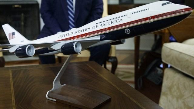 Chương trình thay chuyên cơ mới được đưa ra từ thời cựu Tổng thống Mỹ Barack Obama nhưng người kế nhiệm Donald Trump không hài lòng vì đắt đỏ. (Ảnh: AFP).