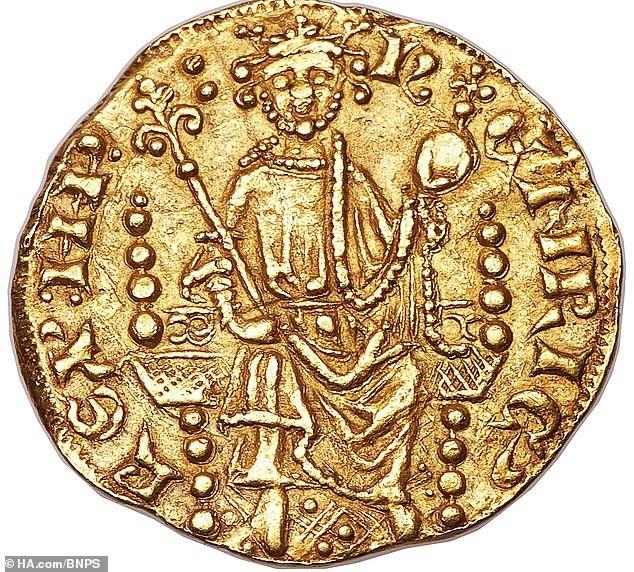 Chiêm ngưỡng đồng tiền xu 800 năm tuổi có giá 17 tỷ đồng.
