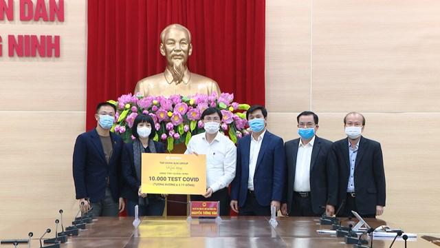 Tỉnh Quảng Ninh tiếp nhận 10.000 test xét nghiệm Covid-19 từ Tập đoàn SunGroup. Nguồn: Báo Quảng Ninh.