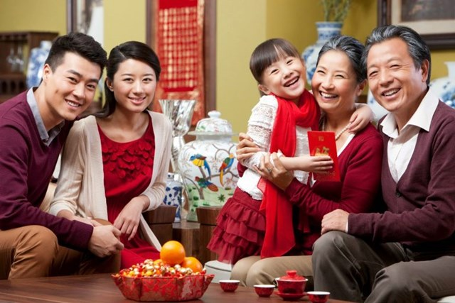 Tết là dịp để gia đình cùng sum vầy, quây quần bên mâm cơm.