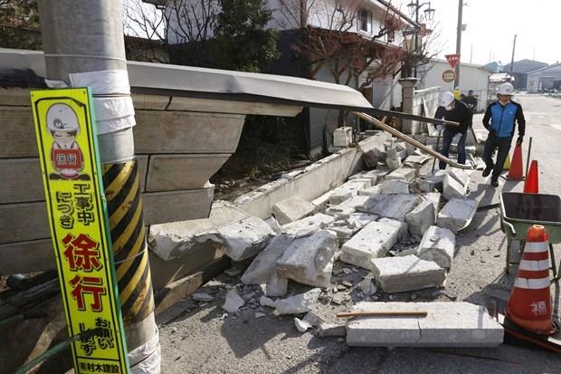 Nhiều cơ sở hạ tầng bị thiệt hại trong trận động đất. (Ảnh: Kyodo).