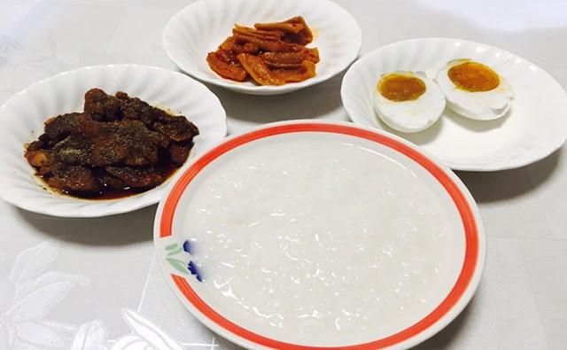 Cháo trắng món ăn đơn giản dễ làm.