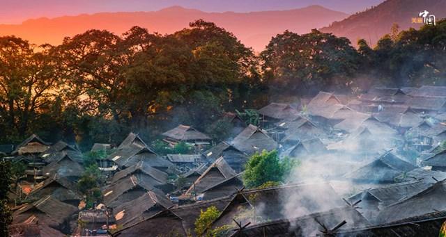 Trong tiếng của người Wa, Wengding nghĩa là làng của mây và sương mù. Ngôi làng là một phần của Vườn quốc gia Nangunhe, giáp với Myanmar - Ảnh chụp màn hình.
