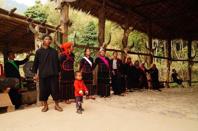 Người Wa ở làng Wengding trong một hoạt động cộng đồng - Ảnh chụp màn hình.