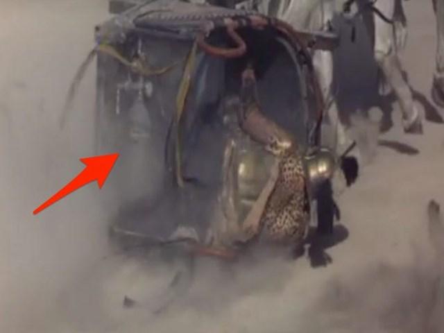 """Bình khí nén trong """"Gladiator"""": Một bình khí nén đã bị phát hiện phía sau chiếc xe ngựa kéo, trong một cảnh quay của phim """"Gladiator"""". Bình khí này được cố ý sử dụng để tạo hiệu ứng đặc biệt, tuy nhiên nó trở nên vô lý trong một bộ phim thời La Mã cổ đại."""