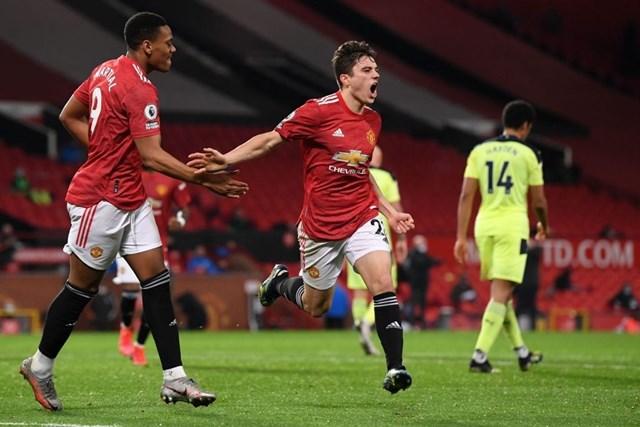 James ăn mừng sau khi ghi bàn.