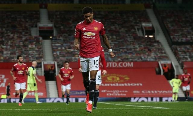 Rashford góp dấu giày vào hai bàn thắng của Man Utd.