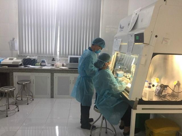 CDC Đắk Nông thực hiện xét nghiệm các mẫu bệnh phẩm trong phòng chống Covid-19.