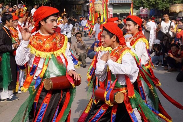 Múa trống bồng làng Triều Khúc.