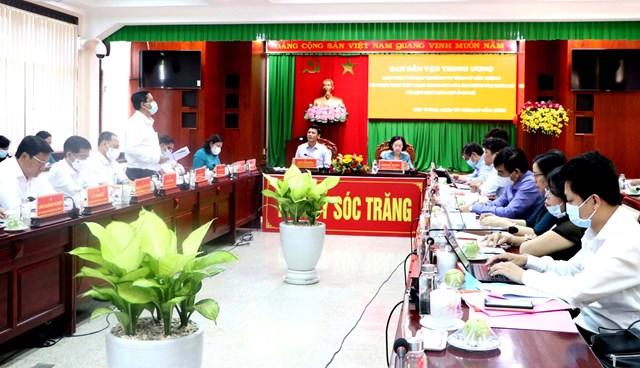 Bà Trương Thị Mai cùng đoàn công tác Ban Dân vận Trung ương làm việc với Tỉnh ủy Sóc Trăng.