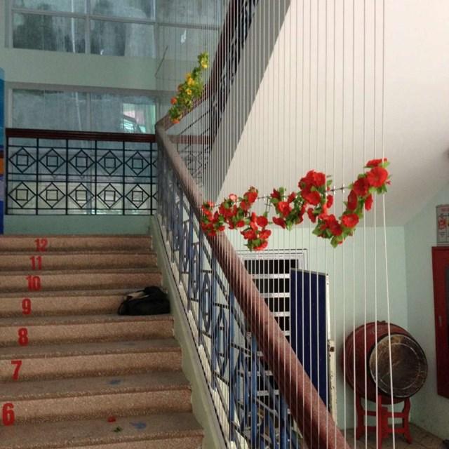 Lắp lưới an toàn ở cầu thang