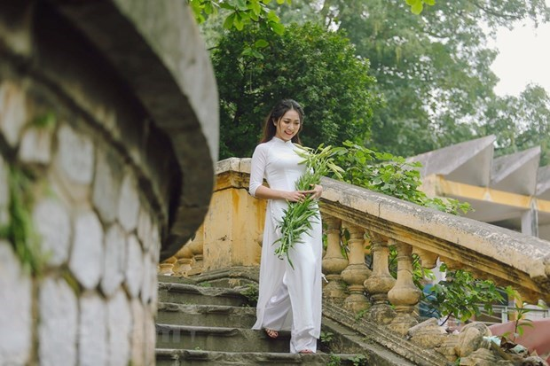 Thiếu nữ Hà thành trong trang phục áo dài. (Ảnh: Vietnam+).