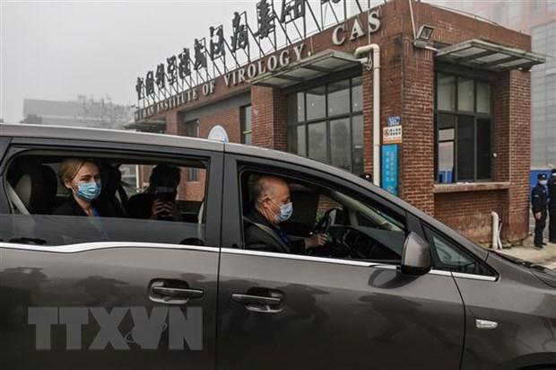 Các thành viên đoàn chuyên gia của WHO tới Viện virus ở thành phố Vũ Hán của Trung Quốc để điều tra về nguồn gốc của virus SARS-CoV-2 gây bệnh COVID-19. (Ảnh: AFP/TTXVN).