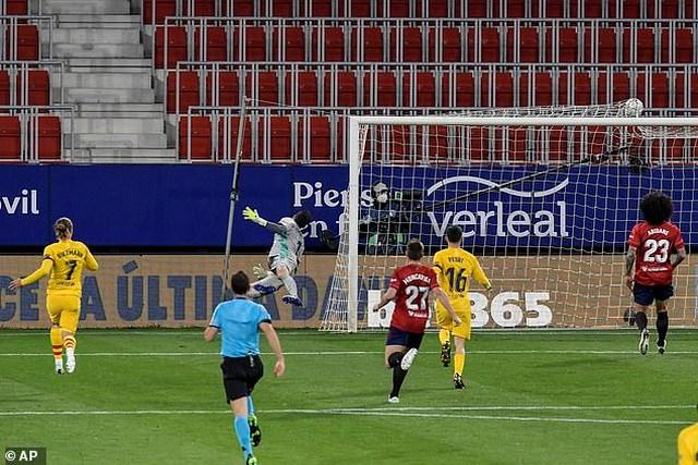 Jordi Alba mở tỷ số cho Barcelona ở phút 30.