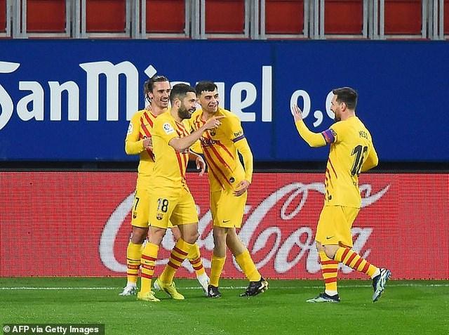 Lợi thế ở hiệp 1 giúp Barcelona chơi thoải mái và dễ dangfgianhf chiến thắng.