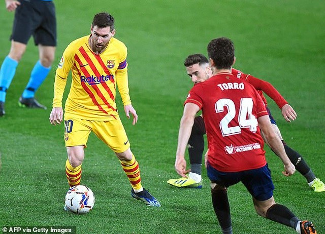 Messi tỏa sáng với cú đúp kiến tạo để Jordi Alba và Moriba ghi bàn giúp Barcelona đánh bại Osasuna.