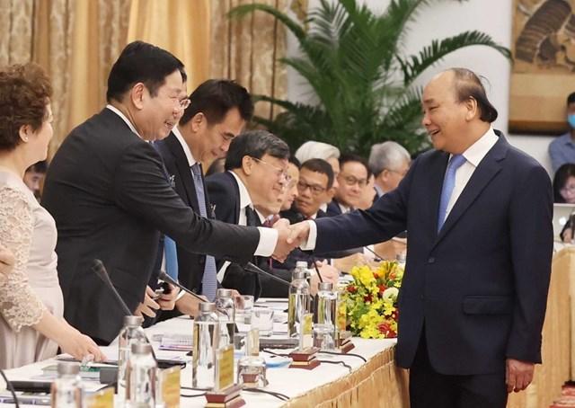 """Thủ tướng Nguyễn Xuân Phúc với các đại biểu dự cuộc """"Đối thoại 2045."""" (Ảnh: Thống Nhất/TTXVN)."""