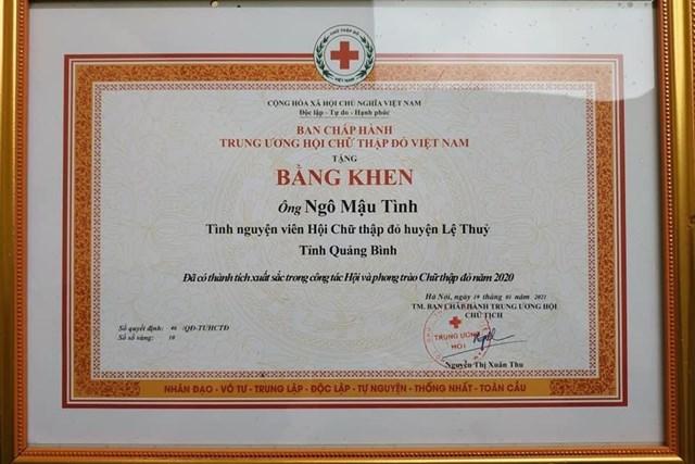 Thầy giáo Ngô Mậu Tình đã được Trung ương Hội Chữ thập đỏ Việt Nam tặng Bằng khen.