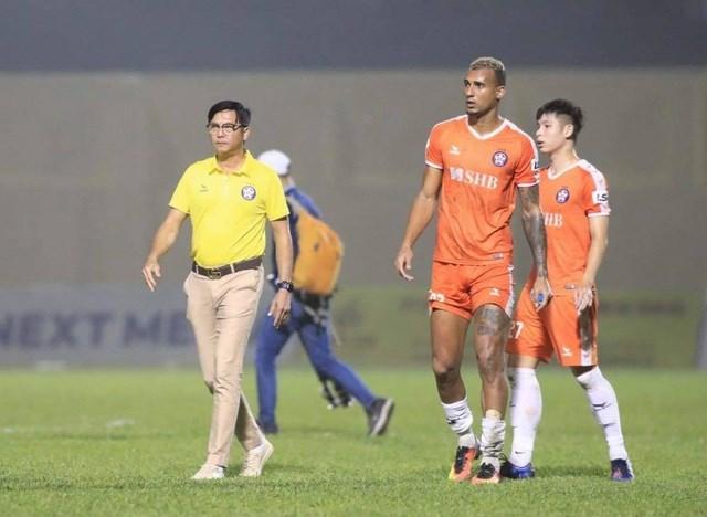 HLV Huỳnh Đức nhận định HA Gia Lai sẽ chơi tấn công dù phải làm khách trên sân SHB Đà Nẵng. (Ảnh: Gia Hưng).