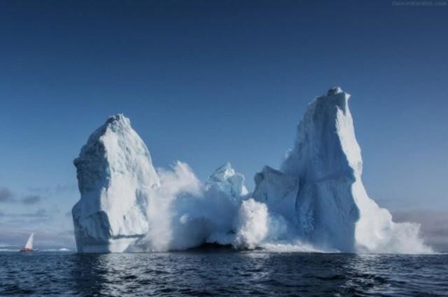 Greenland thuộc khu vực khí hậu Bắc Cực và nhiệt độ trung bình của tháng nóng nhất trong năm không vượt quá 10°C.