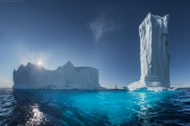 Những tảng băng khổng lồ giống như tòa nhà cao tầng.