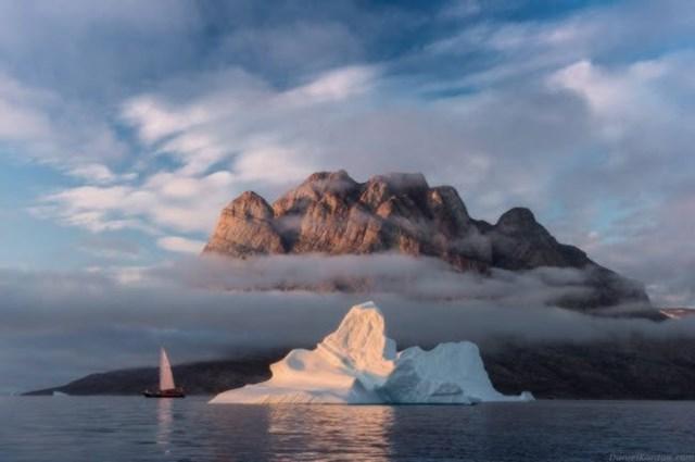 Vào mùa hè, những ngọn núi cao nhất trên đảo Greenland được cởi bỏ lớp tuyết trên bề mặt, lộ ra vẻ hùng vĩ.