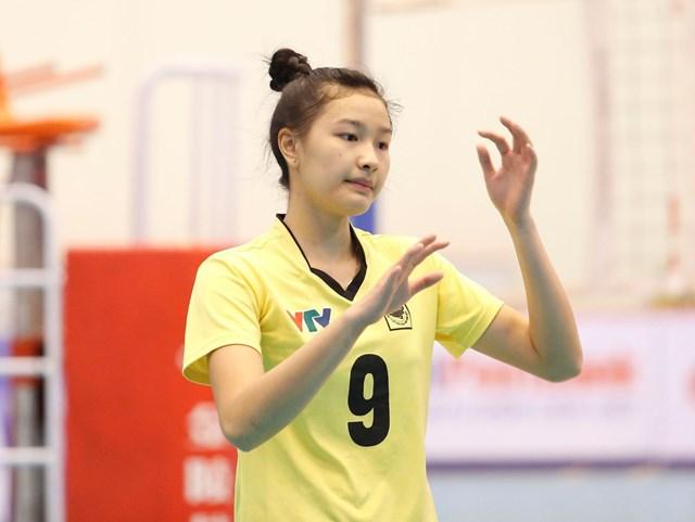 Đặng Thị Kim Thanh sinh năm 1999, cao 1m78, nặng 60kg. Hiện tại, vận động viên sinh năm 1999 này đang khoác áo CLB VTV Bình Điền Long An.