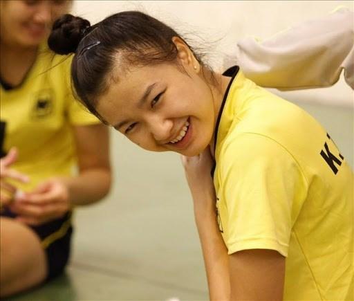 Cô có thể chơi tốt cả ở vị trí chủ công lẫn phụ công. Ngoài tài năng, Kim Thanh sở hữu gương mặt xinh như thiên thần, với nụ cười đốn tim.