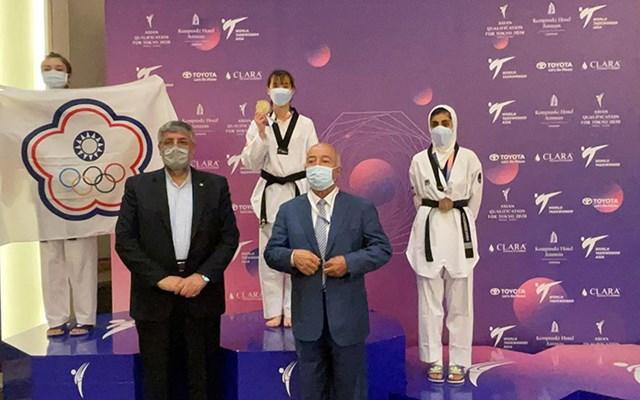 Kim Tuyền nhận huy chương taekwondo (Ảnh: Đội tuyển Việt Nam cung cấp).