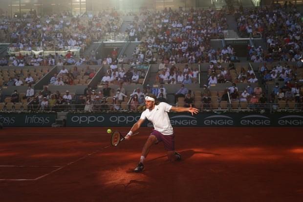 Tsitsipas đã thi đấu ấn tượng và chiến thắng trong hai set đầu. (Nguồn: Getty Images).