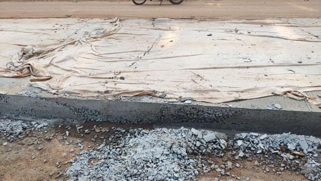 Chất lượng đường bê tông tại gói thầu KT-CW-02 do liên danh trên thi công bê tông rỗ xốp, phản cảm.