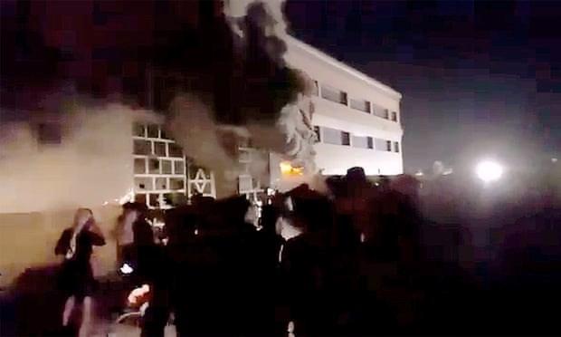 Hỏa hoạn xảy ra ngày 12-7 ở bệnh viện al-Hussain dường như do bình oxy phát nổ. Ảnh: The Guardian.