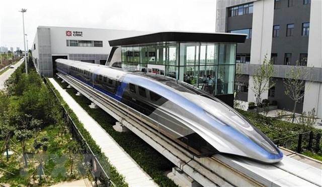 Tàu đệm từ trường siêu tốc trong buổi ra mắt tại Thanh Đảo, tỉnh Sơn Đông, Trung Quốc, ngày 20/7. (Ảnh: THX/TTXVN).