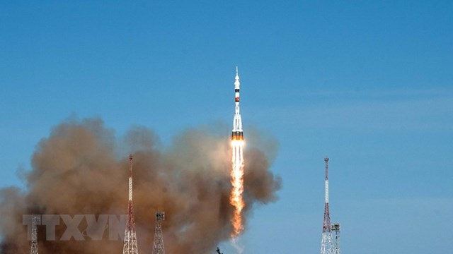 Tàu vũ trụ Soyuz MS-17 rời bệ phóng tại sân bay vũ trụ Baikonur của Nga ở Kazakhstan. (Ảnh: AFP/TTXVN).