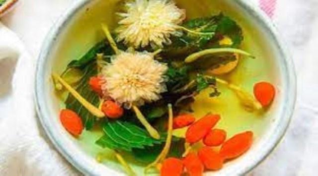 Trà tang diệp cúc hoa bạc hà cam thảo thanh nhiệt giải thử, trị cảm mạophong nhiệt.